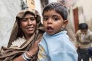 Die Arbeit der Jesuiten in Lahore in Pakistan, hier in der Schule Saint Mary´s High School, Girls and boys Highscool - Strassenszene bei der Schule Fotografien aufgenommen im Februar 2014 von Christian Ender