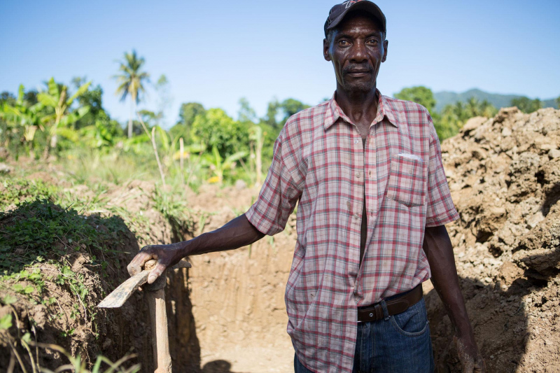 Portrait of a Haitian when digging a trench