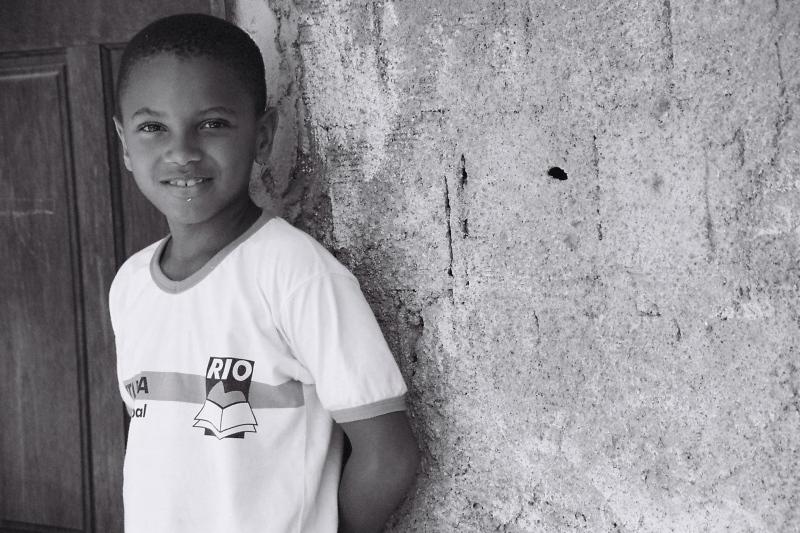 Junge in Favela in Rio